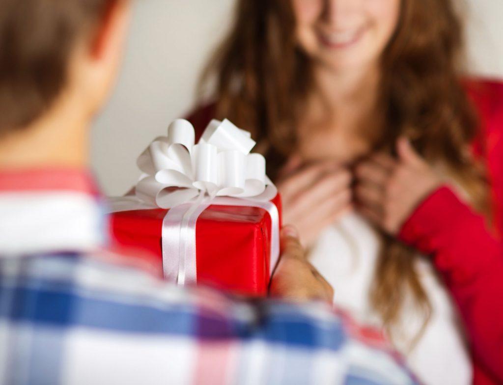 Подарок для любимой девушке фото