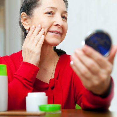 5 Common Make-Up Blunders Made By Aging Women