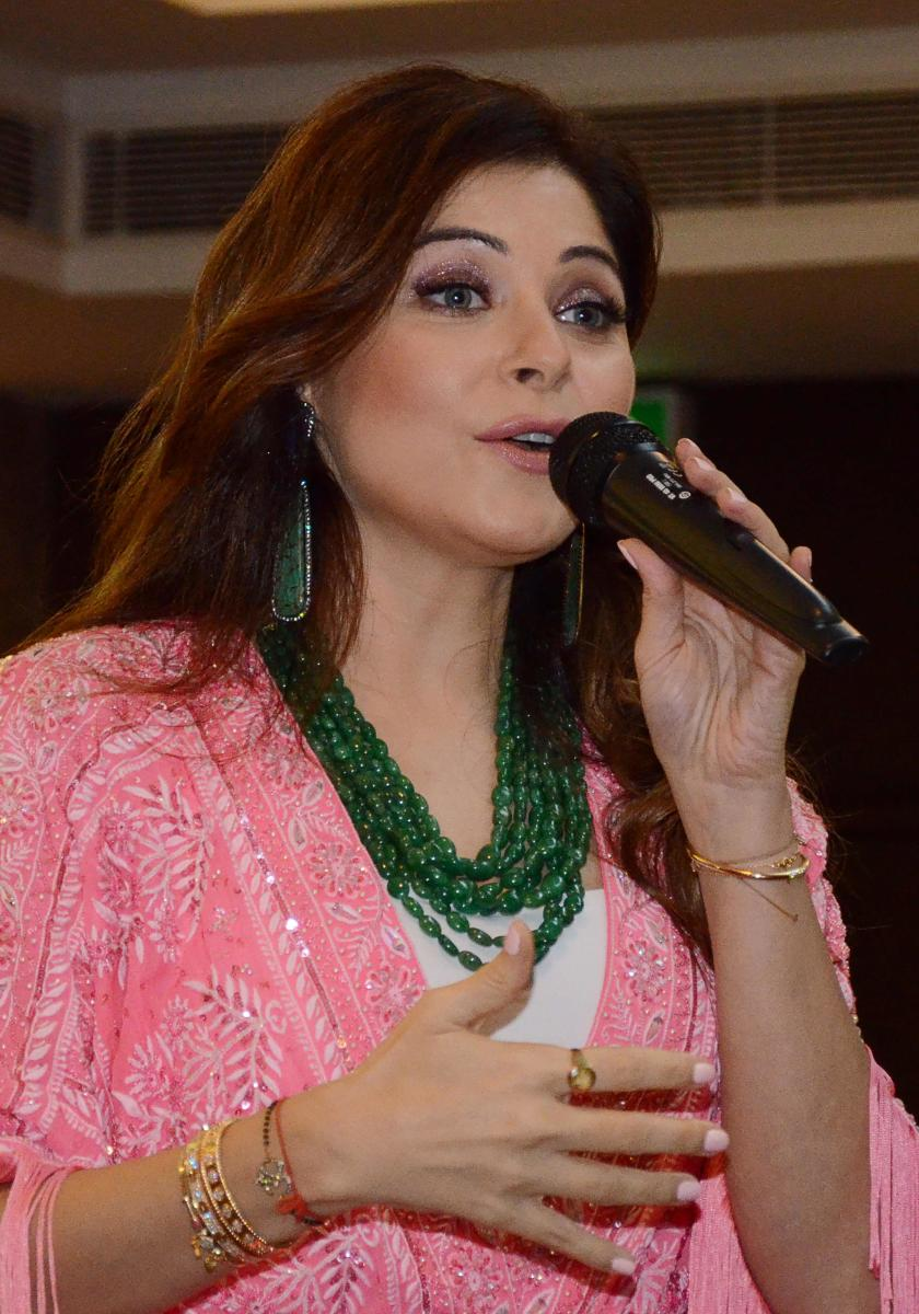Kanika Kapoor offers to donate plasma for COVID-19 ...